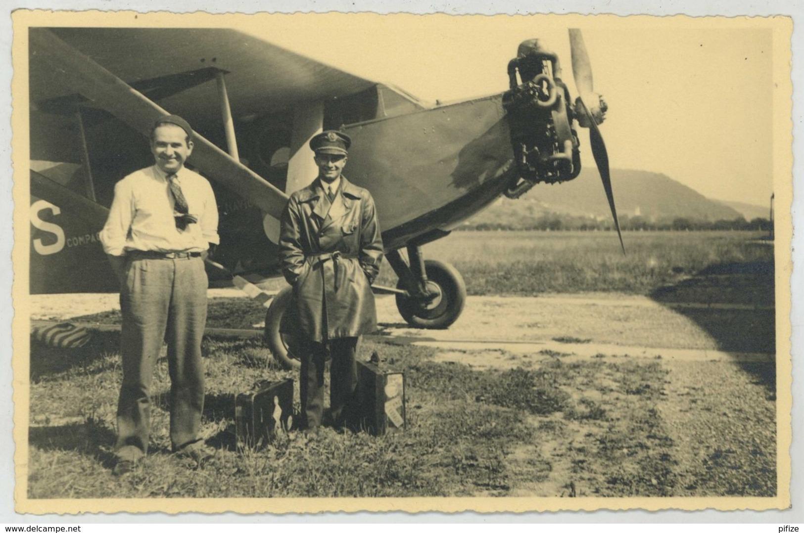 (Aviation) Pilote Devant Un Avion à Identifier . - Aviation