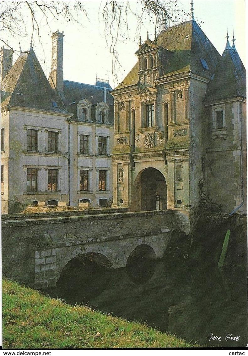 D41 - LUNAY - CHÂTEAU DE  LA MEZIERE - LE PORCHE CONSTRUIT EN 1555  ET LA FACADE OUEST - CPM Grand Format - France