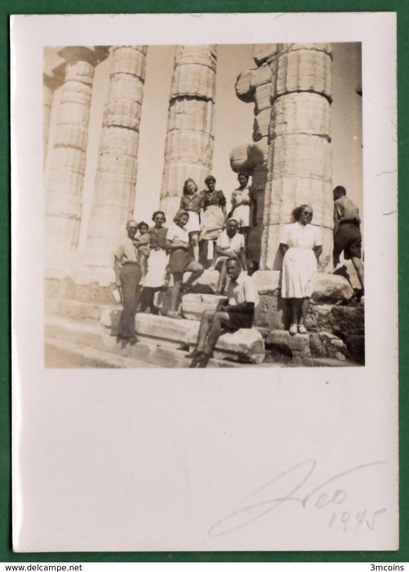 B-39427 SOUNION 1945. Temple Of Poseidon / Vacationers. Photo. - Anonymous Persons