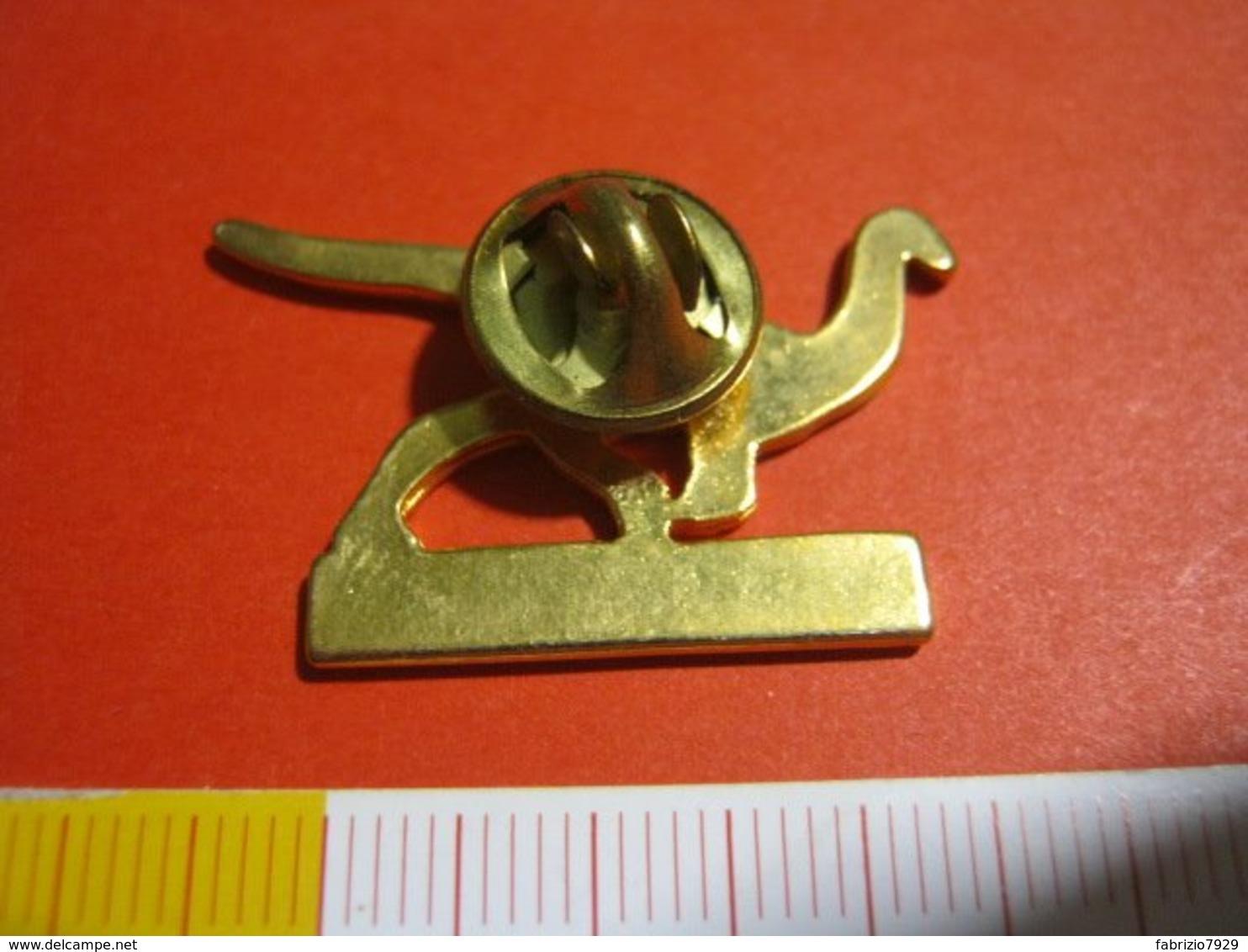 MED.1 PIN'S PIN PINS - ITALIA 1990 DINOSAURO GALLIMIMUS - Fossili