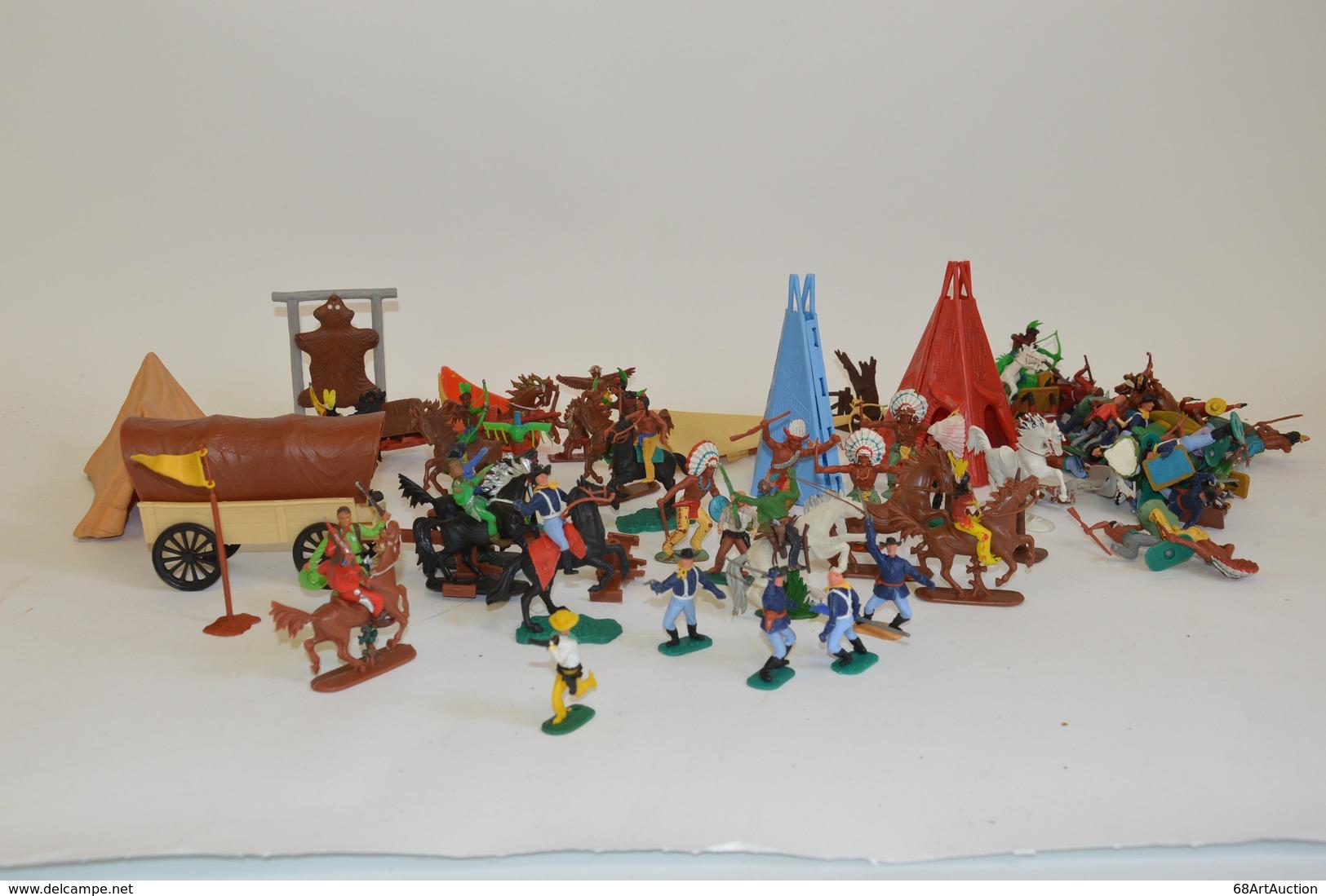 TIMPO & CRESCENT TOY (Angleterre): Important Ensemble D'indiens, Tuniques Bleues Et Cow-boy Avec Accessoires (chariot, T - Otras Colecciones
