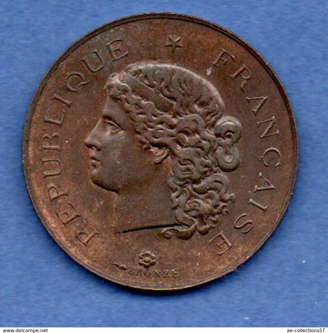 Médaille -- Inauguration De L Hôtel De Ville De Levallois Perret  -  27 Mars 1898   -  état  SUP - France