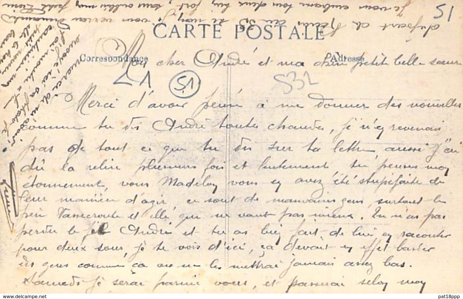 51 - REIMS : La Gare ( Batie De 1855 à 1861 ) CPA - Marne ( SNCF ) - Stations - Zonder Treinen