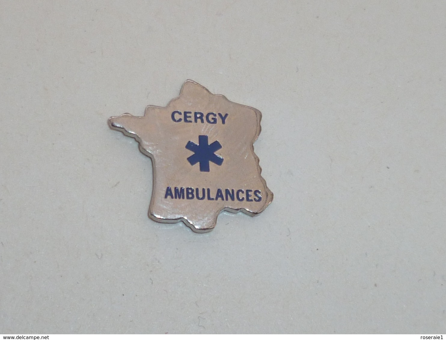 Pin's CERGY AMBULANCES - Brandweerman