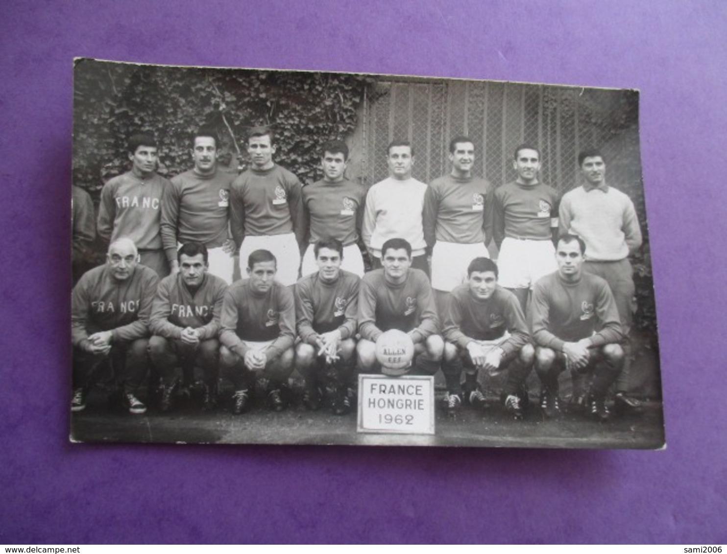 CPA PHOTO EQUIPE DE FOOT FRANCE HONGRIE 1962 - Soccer