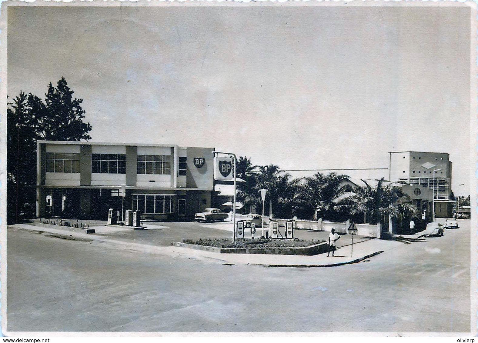 Congo - Leopoldville - Station D'essnce B.P.  - Pompes Et Panneaux Publicitaires - Belgisch-Congo - Varia