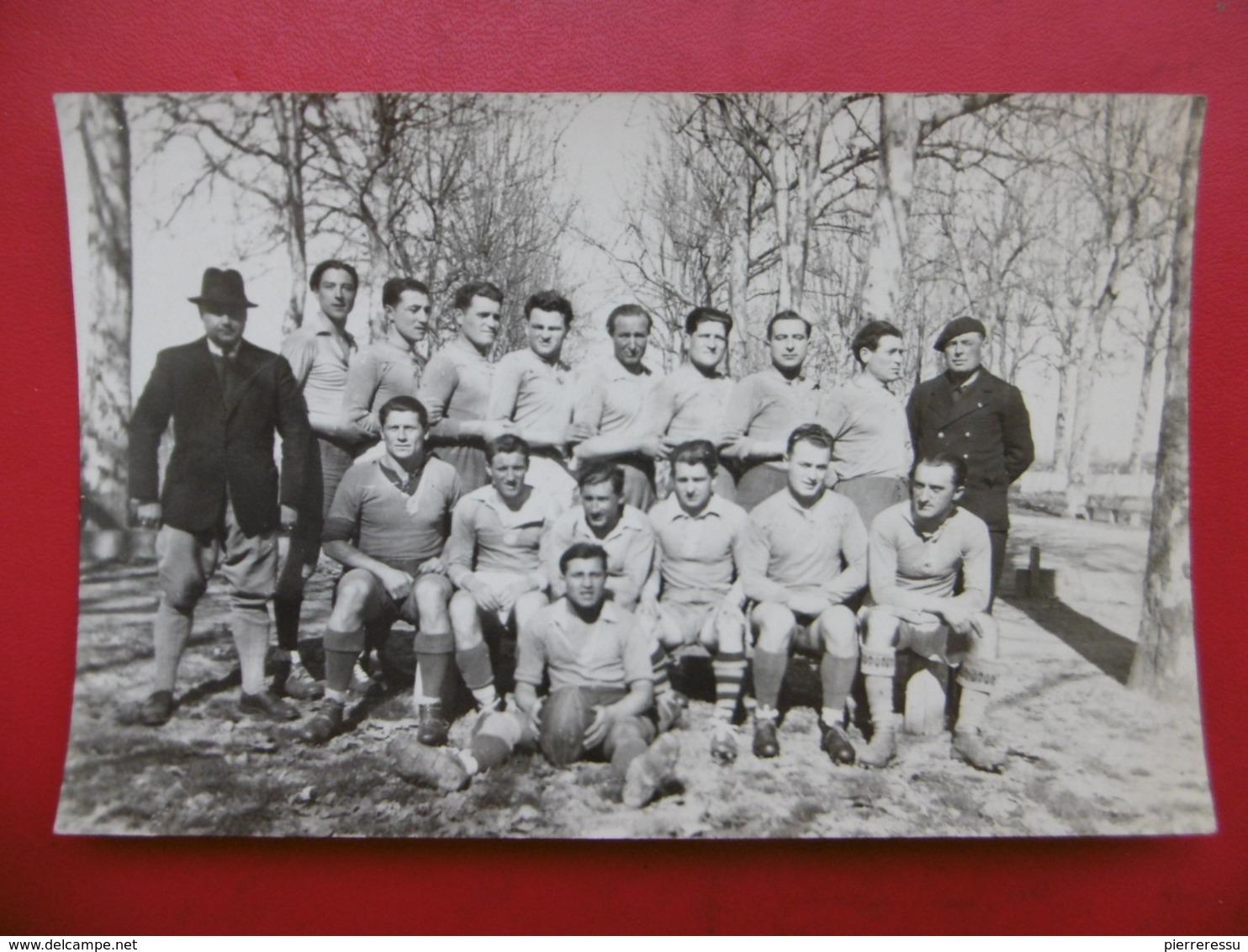 ISLE EN JOURDAIN EQUIPE DE RUGBY 1944 CARTE PHOTO - Rugby