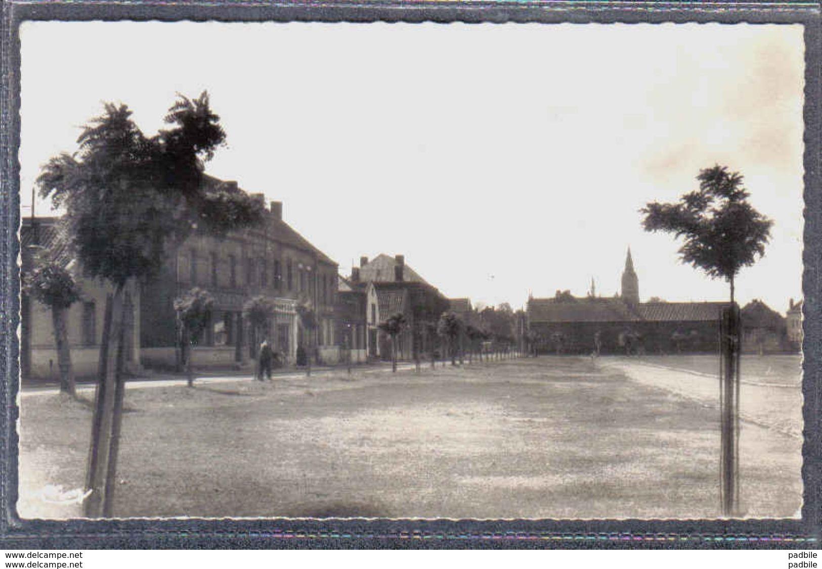 Carte Postale 59. Onnaing  Place Pasteur  Trés Beau Plan - France