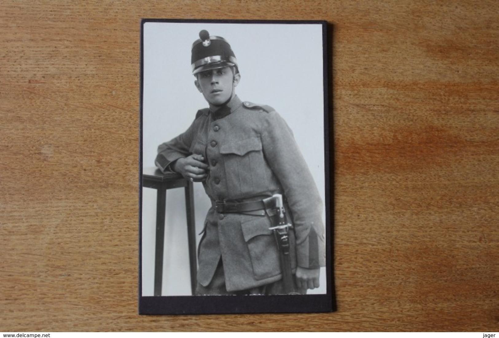 Cabinet Armée Suisse Vers 1910 1914 N  Shako Et Baïonnette  Identifié - Guerre, Militaire