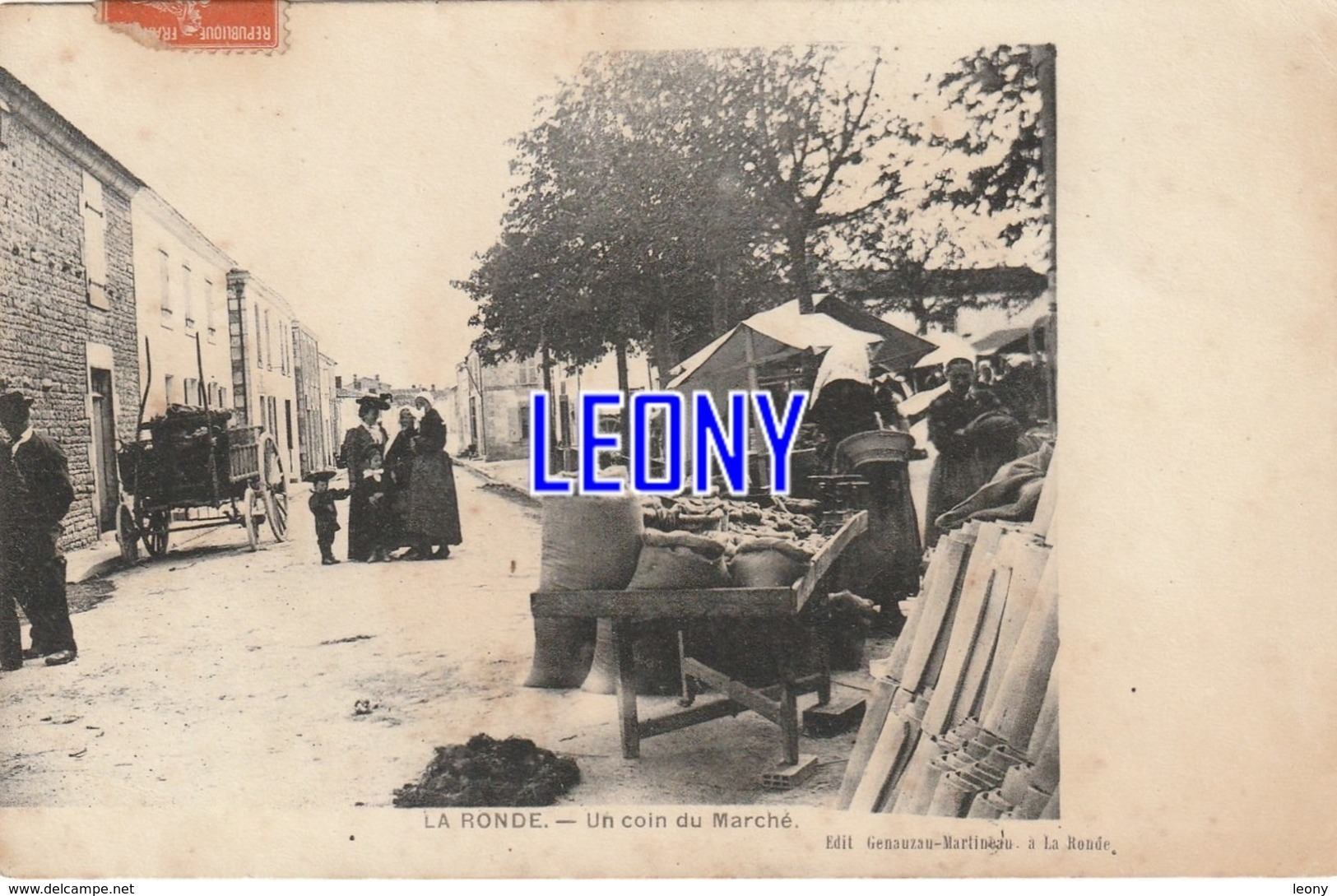 CPA De LA RONDE  (17) -  Un COIN Du MARCHE  - CARTE PRECURSEUR - édit GENAUZAU MARTINEAU - 1911 P - Andere Gemeenten