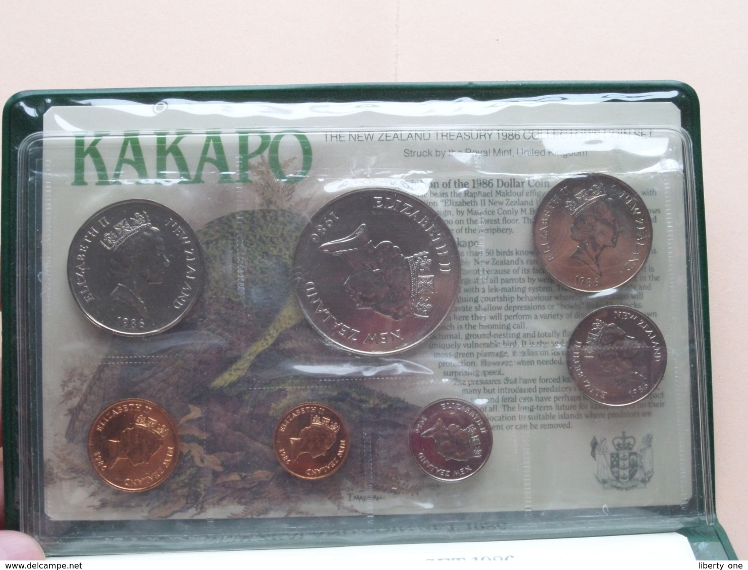 NEW ZEALAND COIN ISSUE 1986 Uncirculated Set ( KAKAPO / V.R. Ward ) > ( For Grade, Please See Photo ) ! - New Zealand