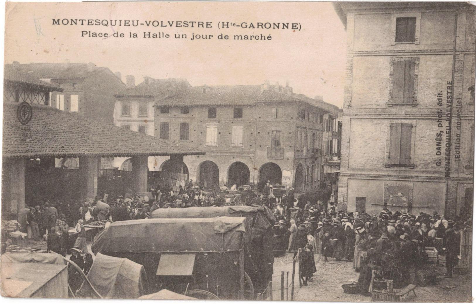 MONTESQUIEU-VOLVESTRE - PLACE DE LA HALLE UN JOUR DE MARCHE - Frankrijk
