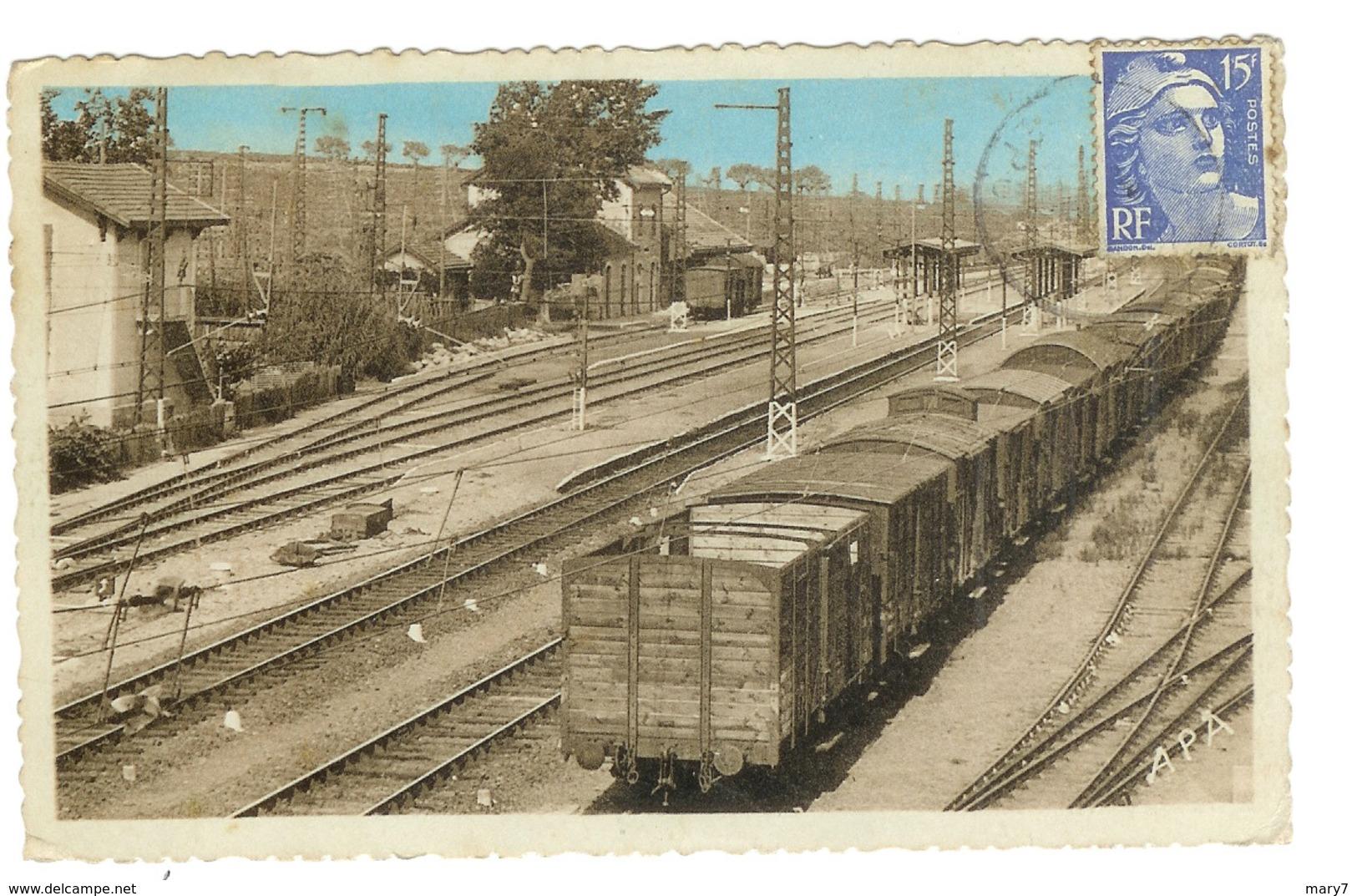34 COLOMBIERS  La Gare Triage Nombreux Wagons Train - Francia