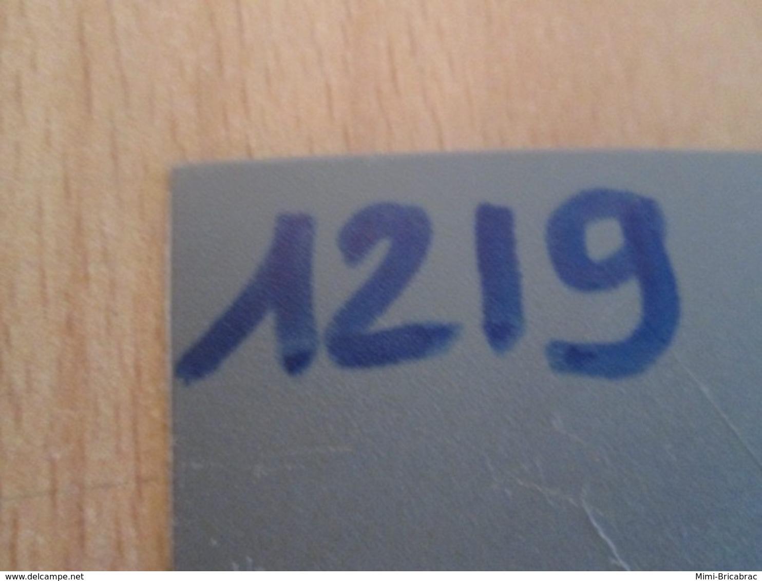 1219 Pin's Pins : BEAU ET RARE : Thème POMPIERS / CAMION ROUGE SAPEURS POMPIERS - Brandweerman