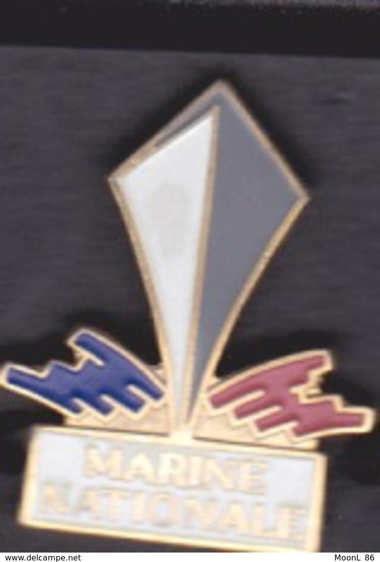 2 PIN'S - MARINE NATIONALE ET ARMEE DE TERRE - Armee