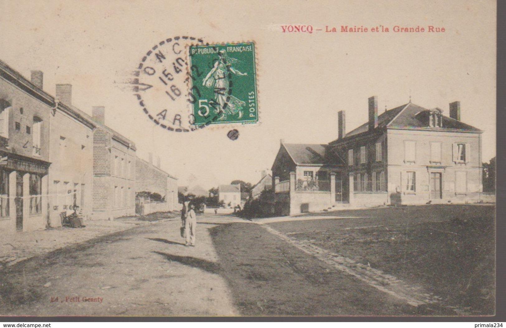 VONCQ - LA MAIRIE ET LA GRANDE RUE - France