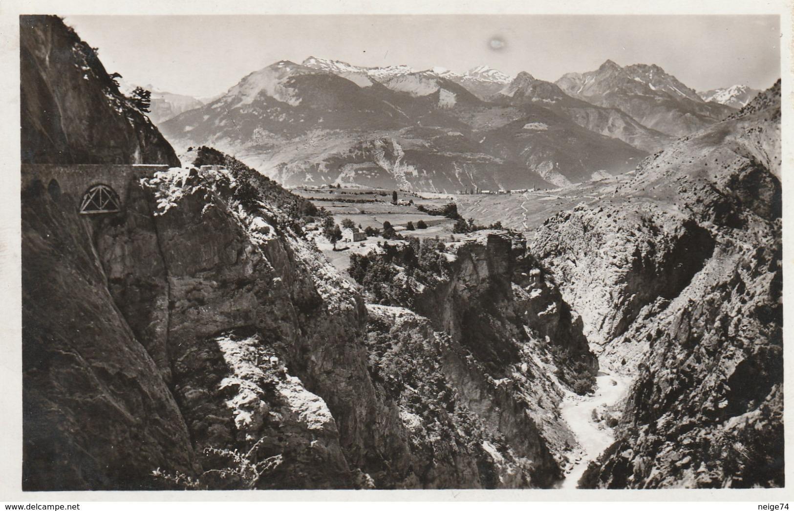 Carte Postale Des Années 30 Des Hautes-Alpes - Gorges Du Queyras - La Sortie Des Gorges Près Guillestre - Frankreich