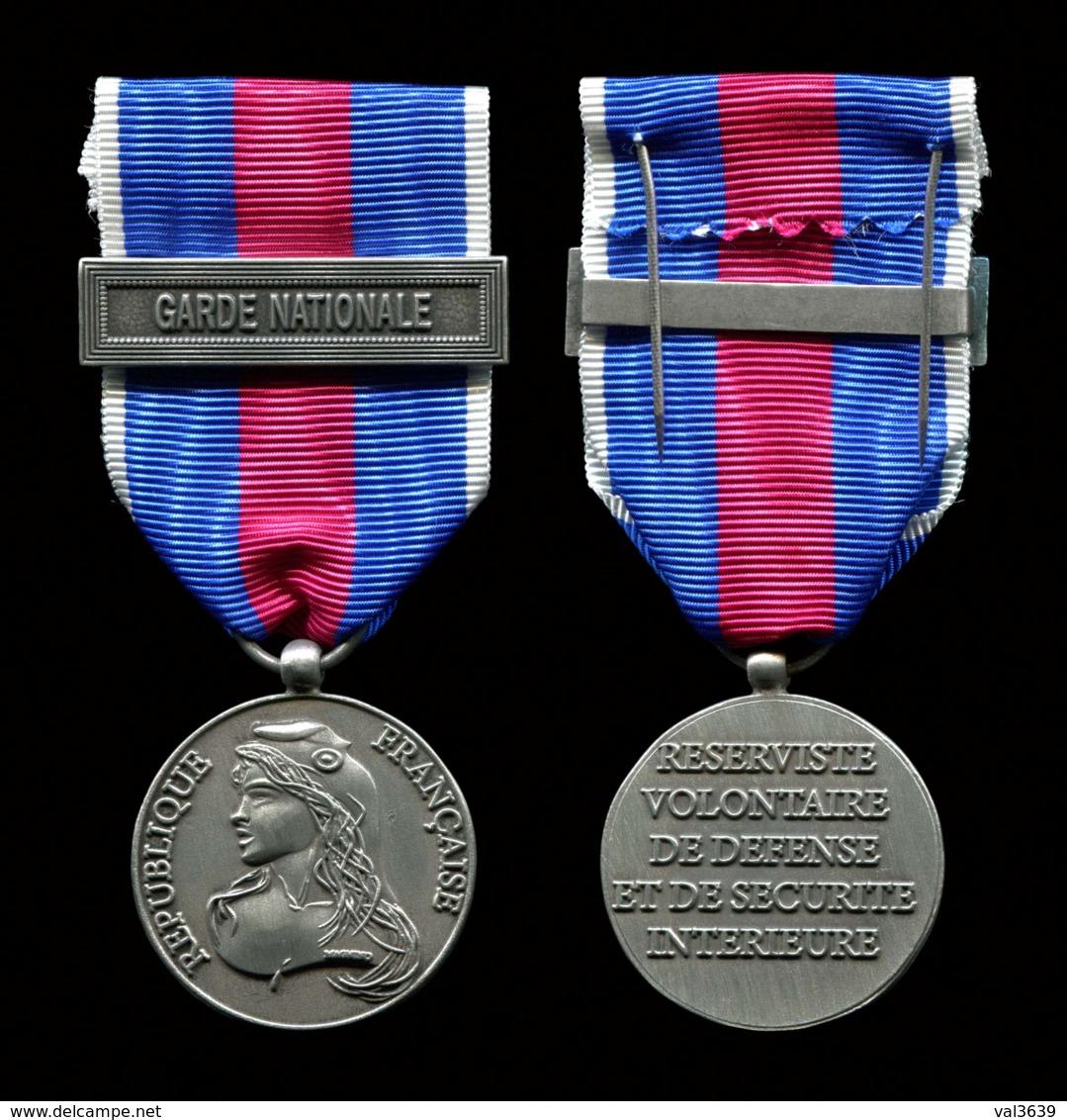 Médaille Du Réserviste Volontaire De Défense Et De Sécurité Intérieure échelon Argent, Agrafe Garde Nationale. - France