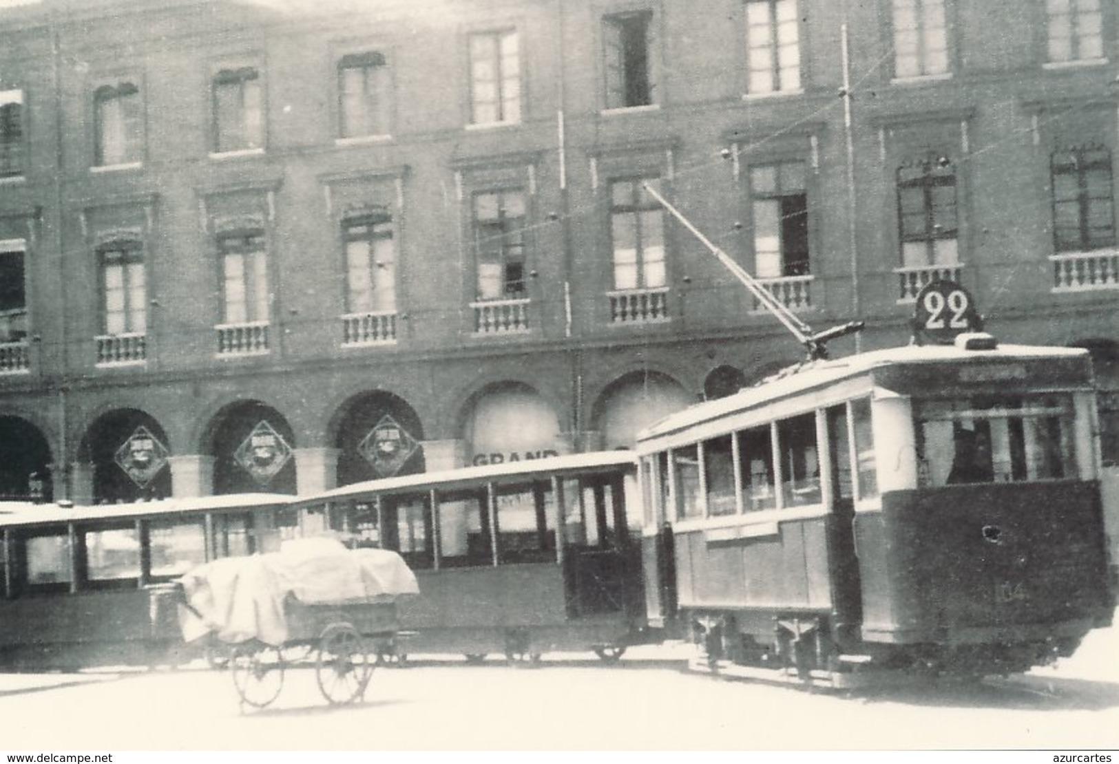 Toulouse (31) En 1950 - Tramway De Toulouse - Tramways Devant Le Capitole - Toulouse
