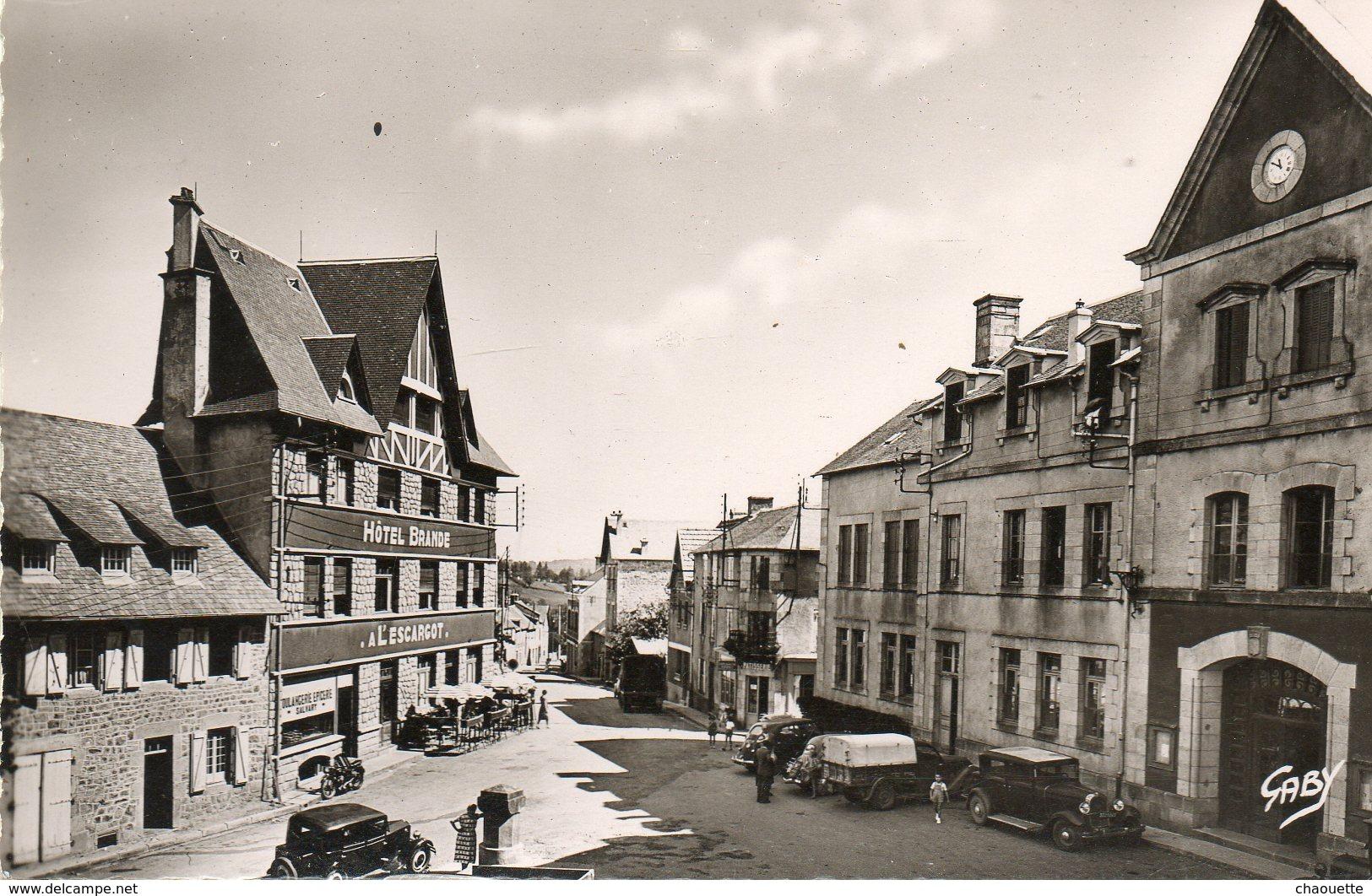 Neuvic-d Ussel    Place De La Mairie   Edit Artaud  No.3 - Sonstige Gemeinden