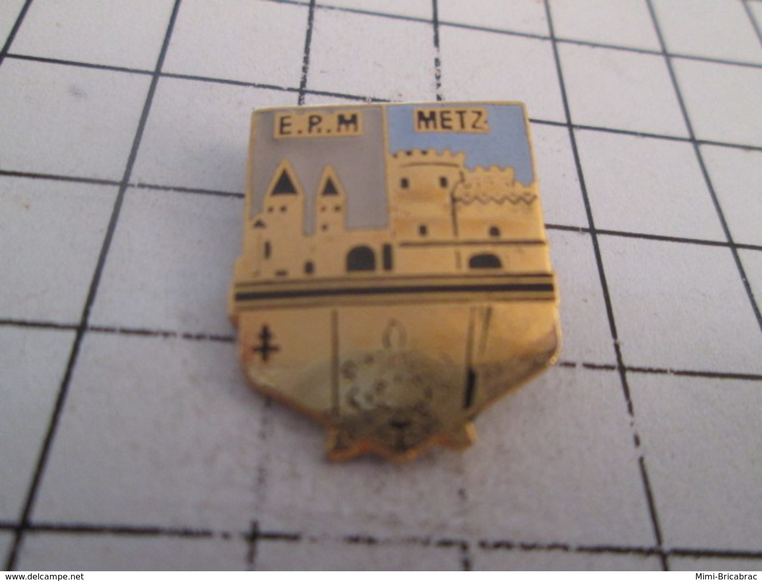 619  PINS PIN'S / Beau Et Rare : Thème MILITARIA / EPM METZ CHATEAU Numéroté 259 - Militaria