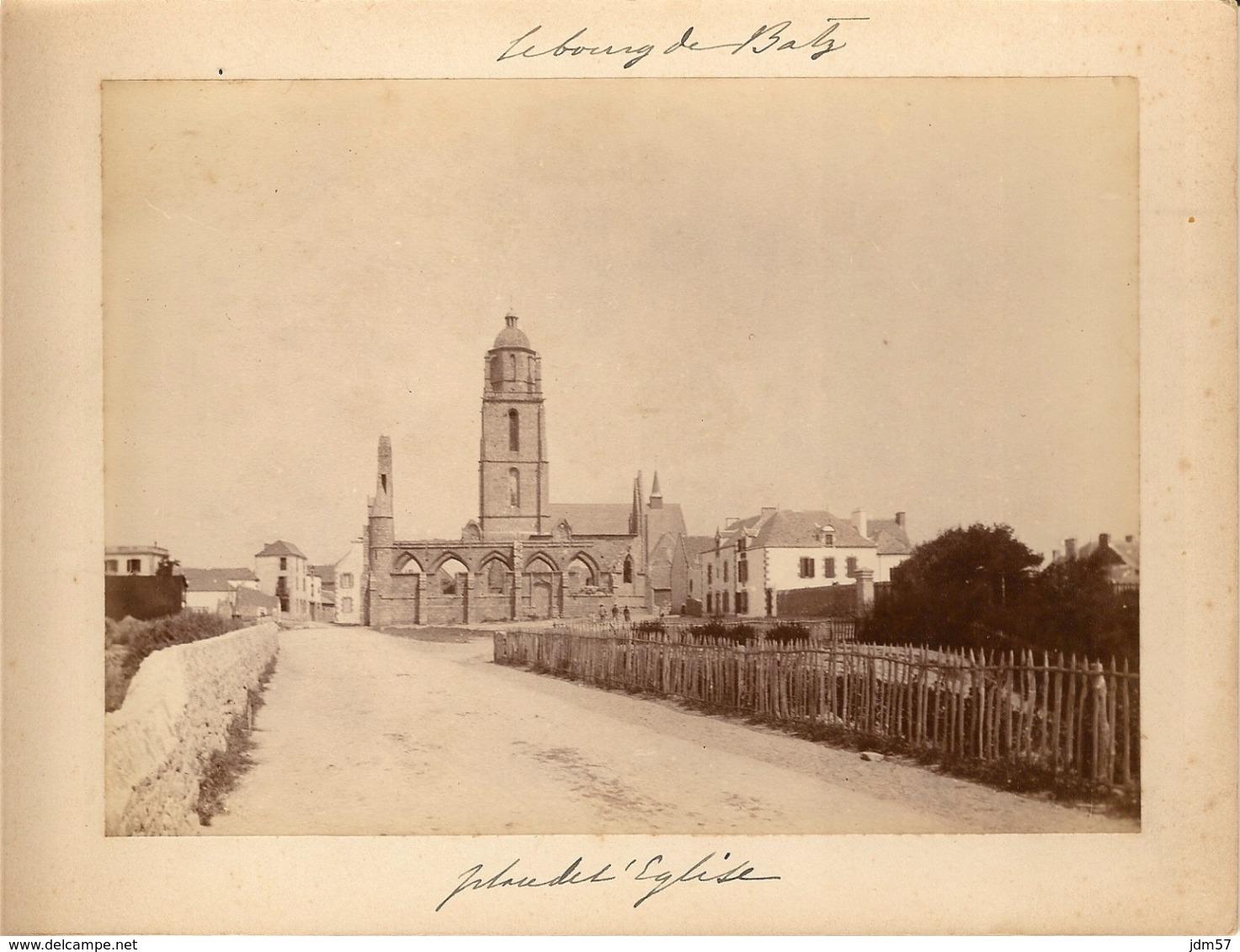 LE BOURG DE BATZ (Finistére)- Place De L'église - 16.5 X 12 Cm - Autour De 1900 - Luoghi