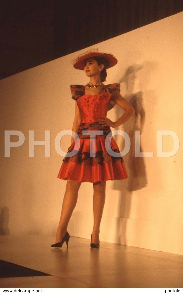 C 1990 SEXY FEMME GIRL MODEL FASHION MODELO MODA LISBOA PORTUGAL 35mm DIAPOSITIVE SLIDE NO PHOTO FOTO B4907 - Dias