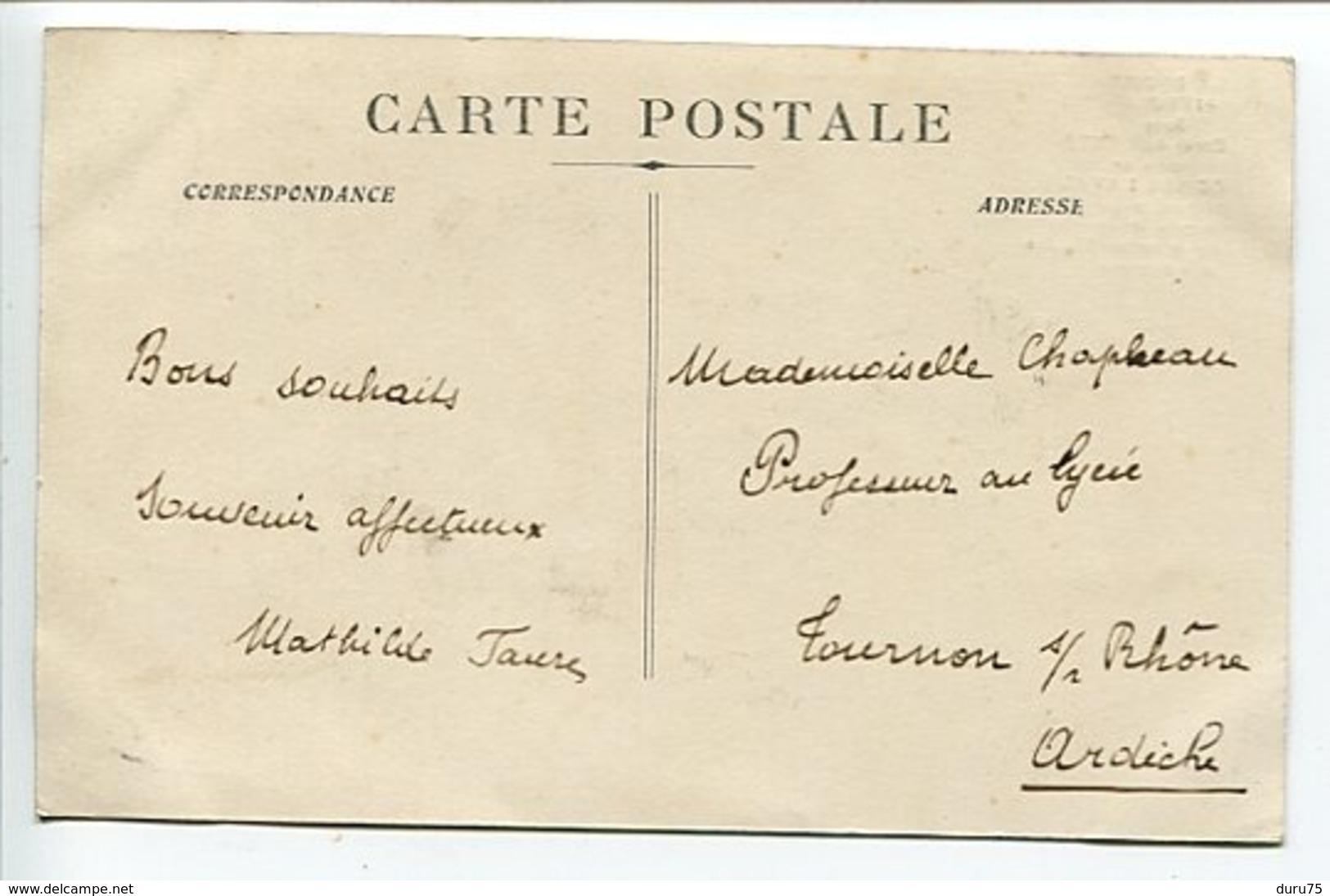 CPA * FORET De LENTE Route De Combe Laval ( Animée Homme Assis Sur Parapet ) - Francia