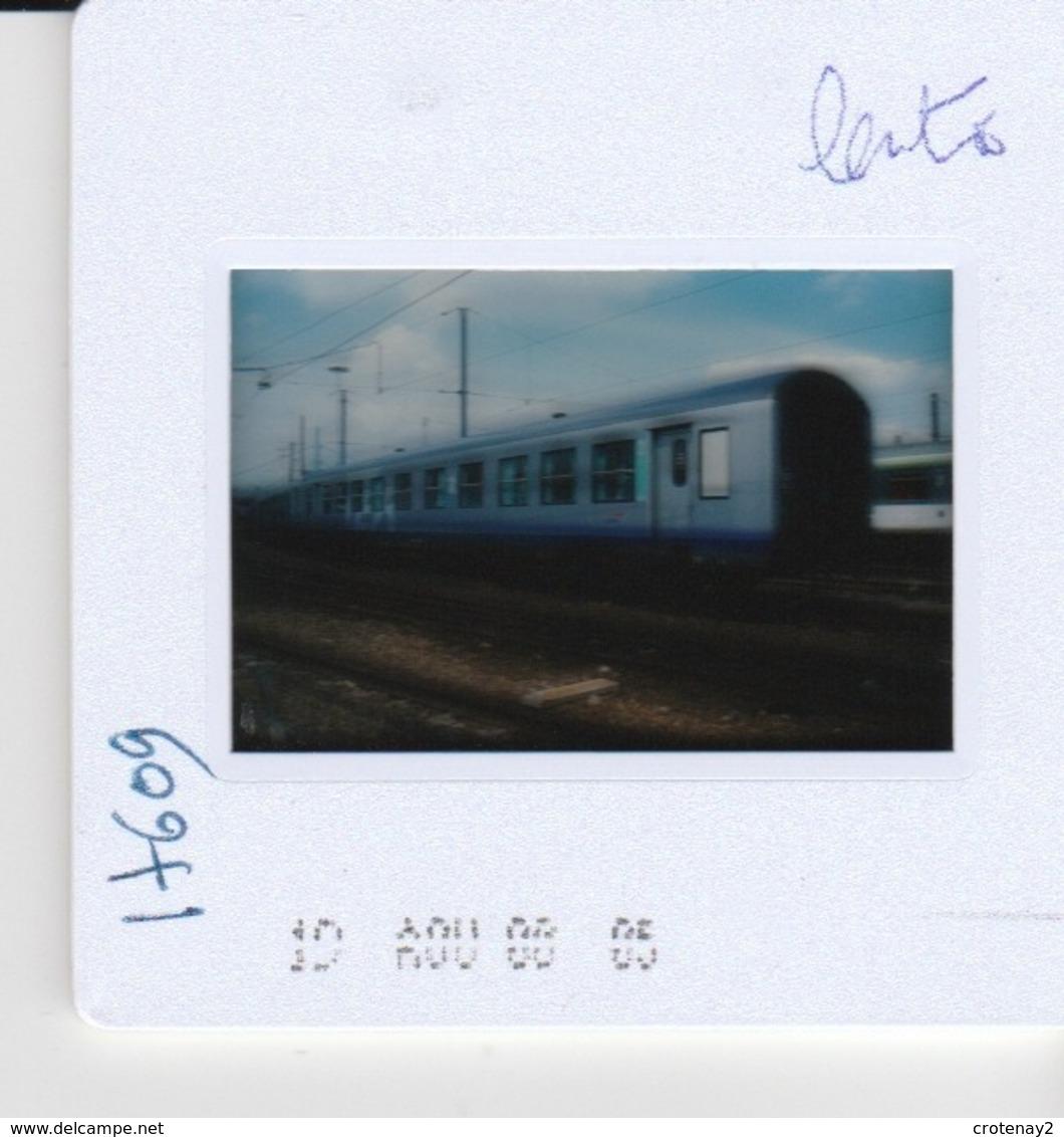 Photo Diapo Diapositive Slide Train Wagon Voiture SNCF TER Centre Le 05/08/2000 VOIR ZOOM - Dias