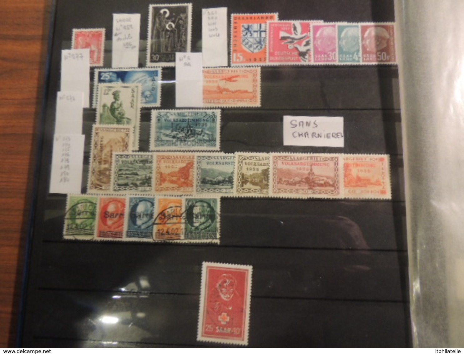 CLASSEUR FRANCE MONDE  SAAR  MAURITIUS ESPAGNE TIMBRES **   OBLITERES  BLOCS  ENSEMBLE TRES PROPRE - Collections (with Albums)