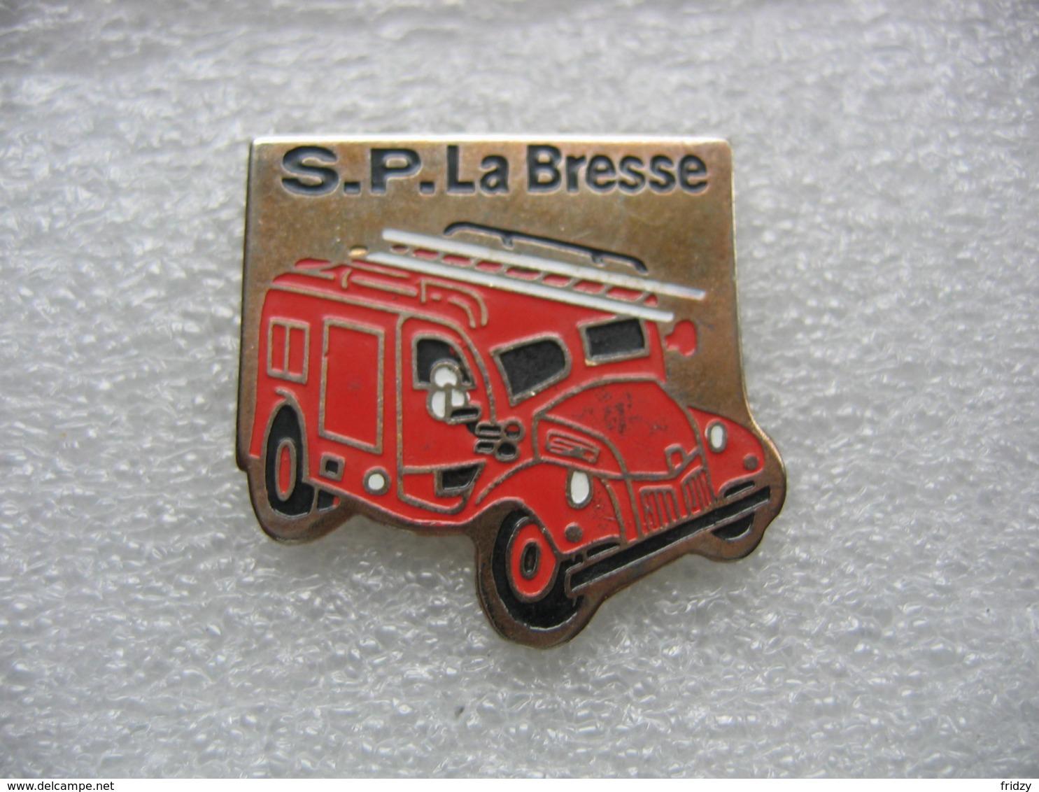 Pin's Des Sapeurs Pompiers De La Commune Vosgienne De La BRESSE (Dépt 88) - Pompiers