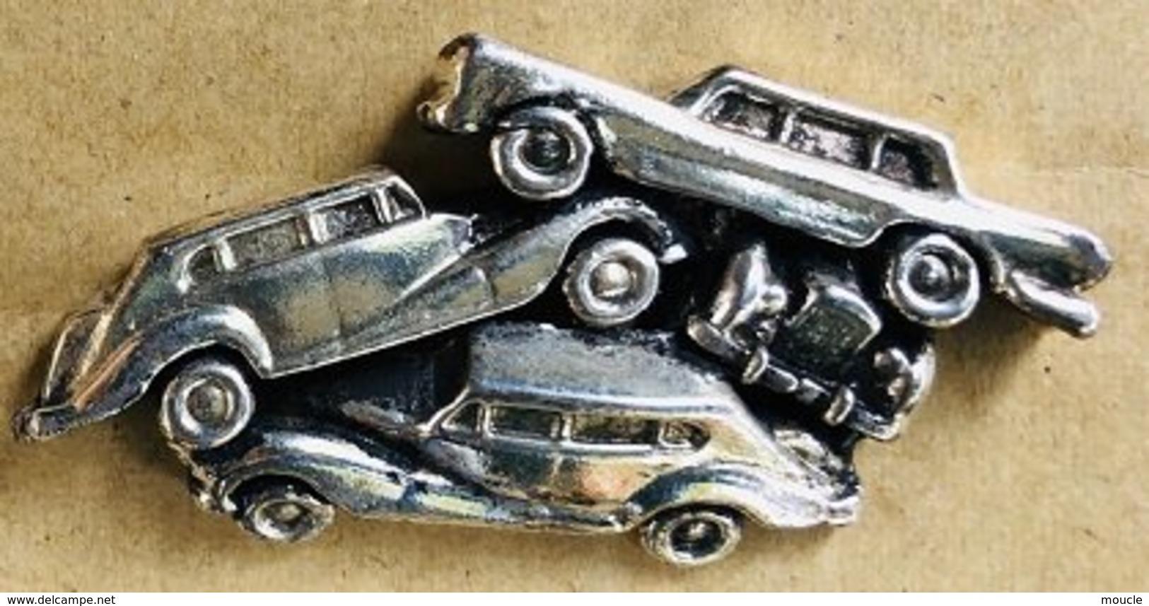 VIEILLES VOITURES - OLD CARS - ALT  AUTOS - AMAS - EN RELIEF ARGENTE - CASSE -                (22) - Pins