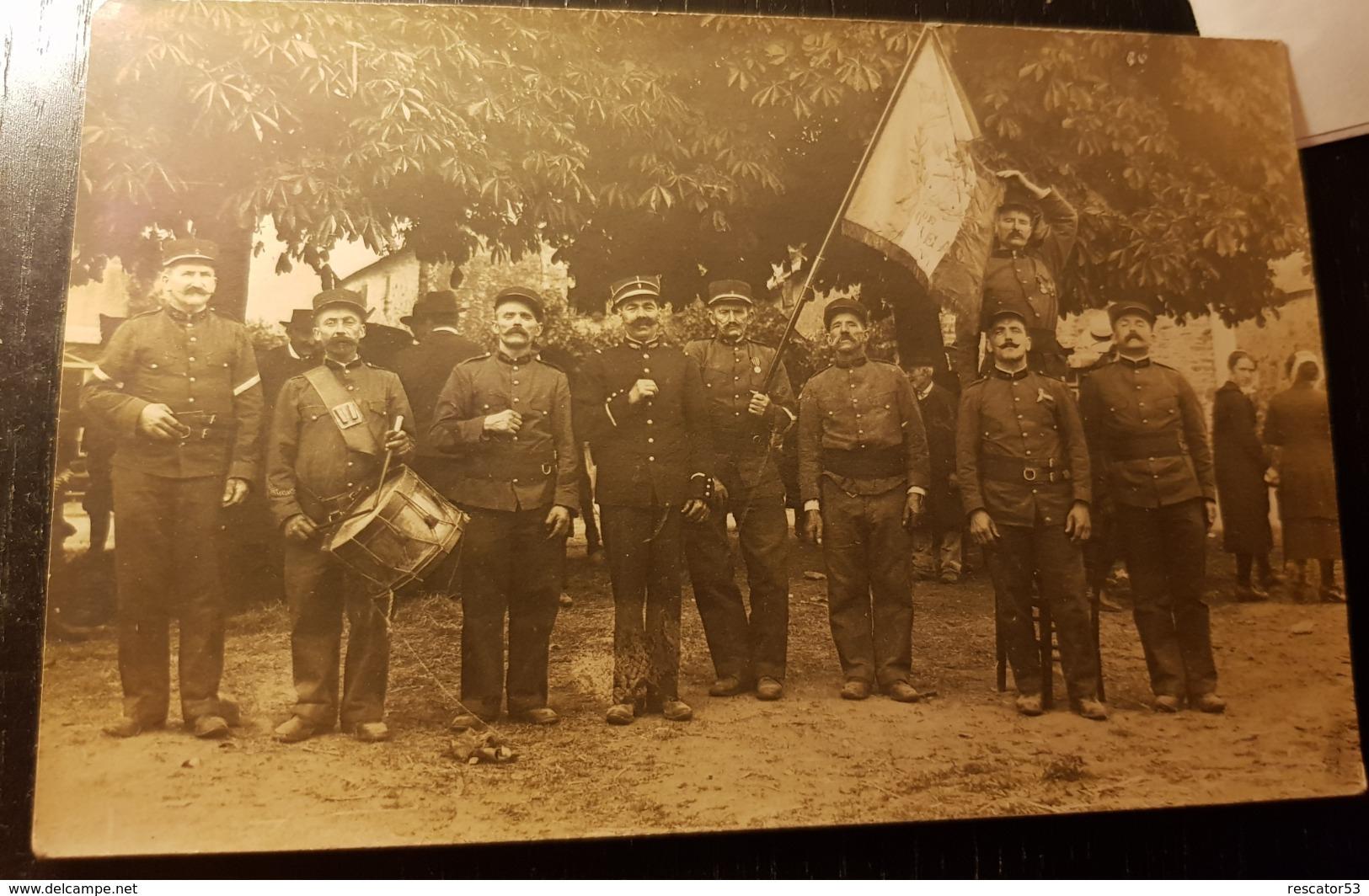Rare Carte Photo Sapeurs Pompiers  De Moréac Avec Leur Drapeau Commemoration - Other Municipalities