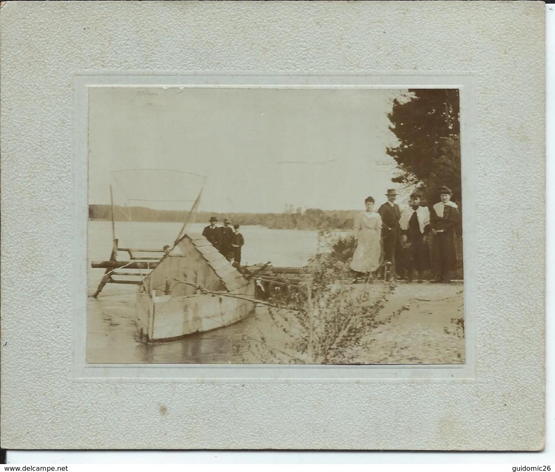 Gard Les Bords Du Rhone,bateau De Peche, Photo 8,5x11,5cm Collée Sur Carton 14x17cm Peu T Etre Prise A L'ardoise Laudun - Lieux