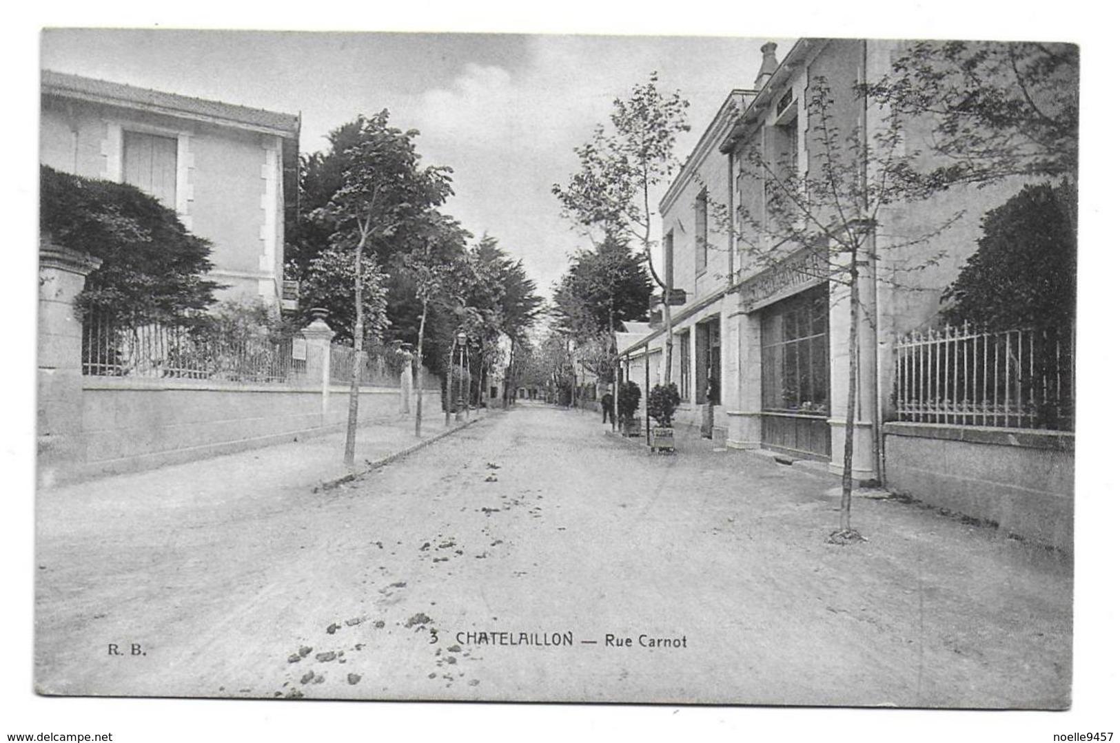 17 – CHATELAILLON : Rue Carnot - Châtelaillon-Plage