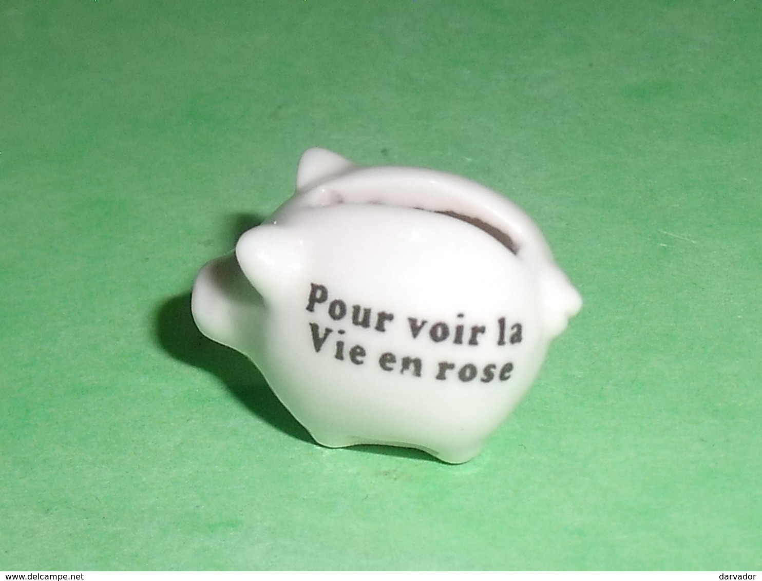 Fèves / Autres / Divers : Cochon Tirelire , Blanc , Pour Voir La Vie En Rose   T121 - Otros