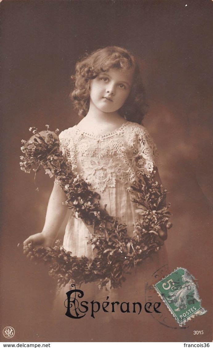 Carte CPA Fantaisie - Jolie Petite Fille / Fillette Avec Ancre De Fleurs - Espérance - Abbildungen