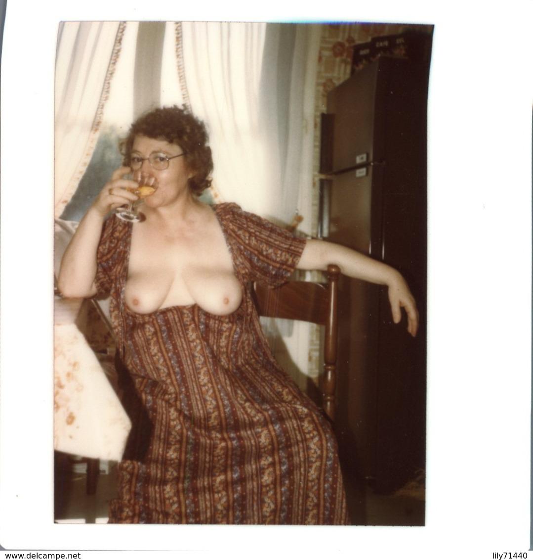 PHOTO ORIGINALE AMATEUR POLAROID FEMME NU EROTISME EROTICISM NAKED WOMAN FEMME SEINS NUS NUDE CURIOSA - Belleza Feminina (1941-1960)