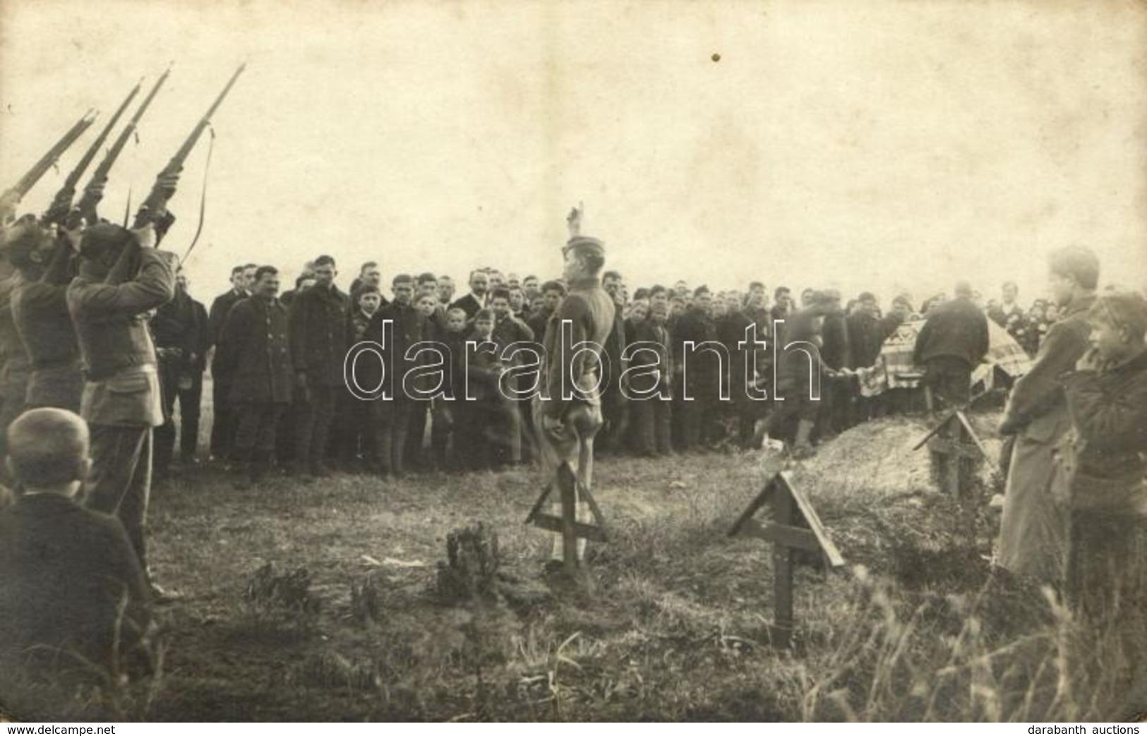** T2/T3 Első Világháborús Osztrák-magyar Katonai Temetés Díszsortűzzel / WWI K.u.K. (Austro-Hungarian) Military Funeral - Cartoline