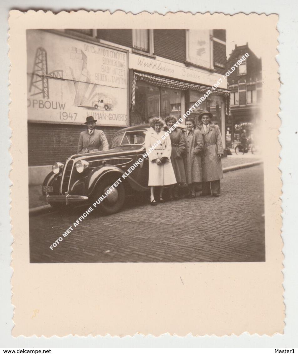 FOTO MET AFFICHE PUBLICITEIT KLEDING NIJMAN GOVERTS ROTTERDAM 1947 / OLDTIMER - Rotterdam