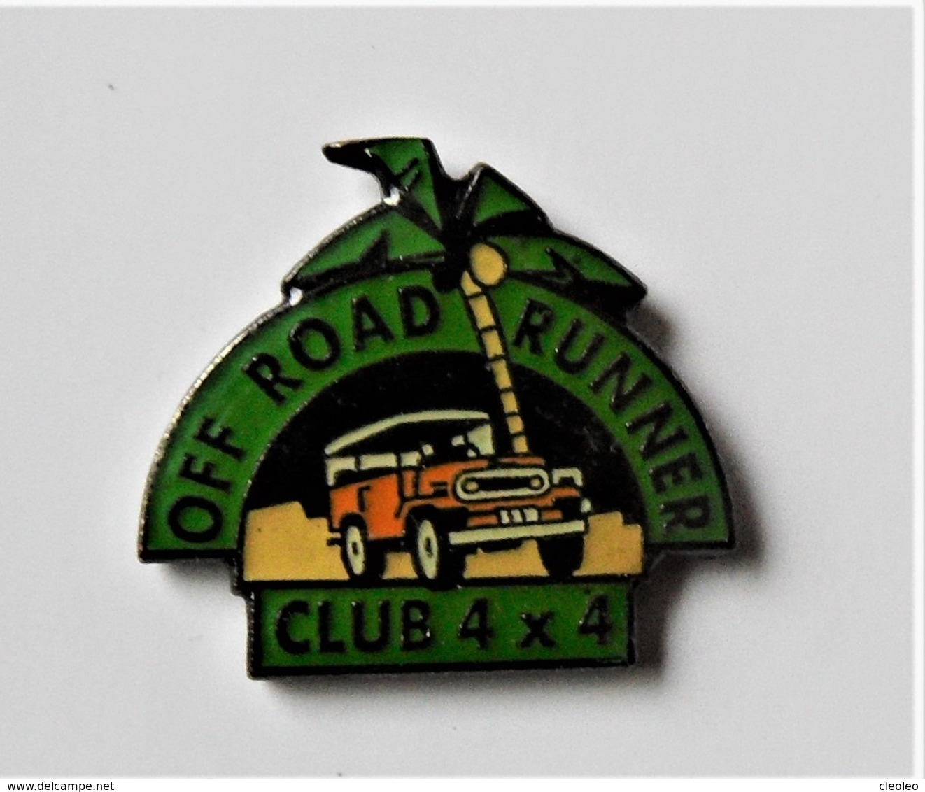 Pin's Rallye Off Road Runner  Club 4 X 4 - Pa/Ce - Badges
