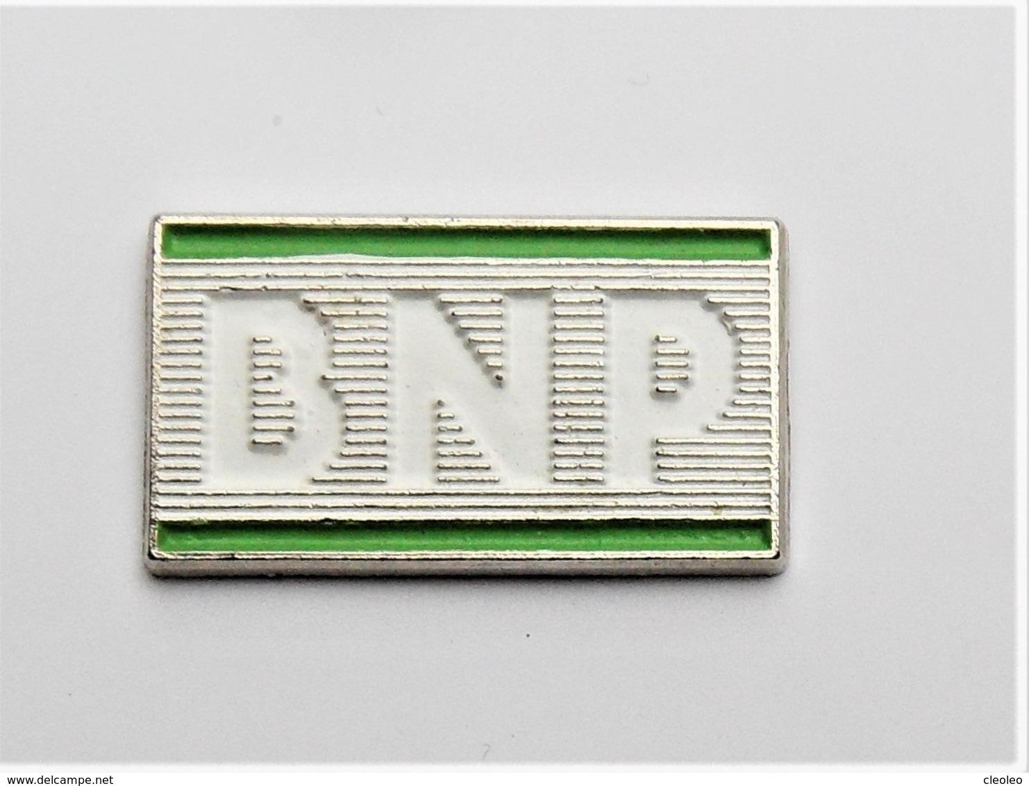 Pin's Banque BNP 2 Attaches Signé Decat  - Pa/Ce - Banken