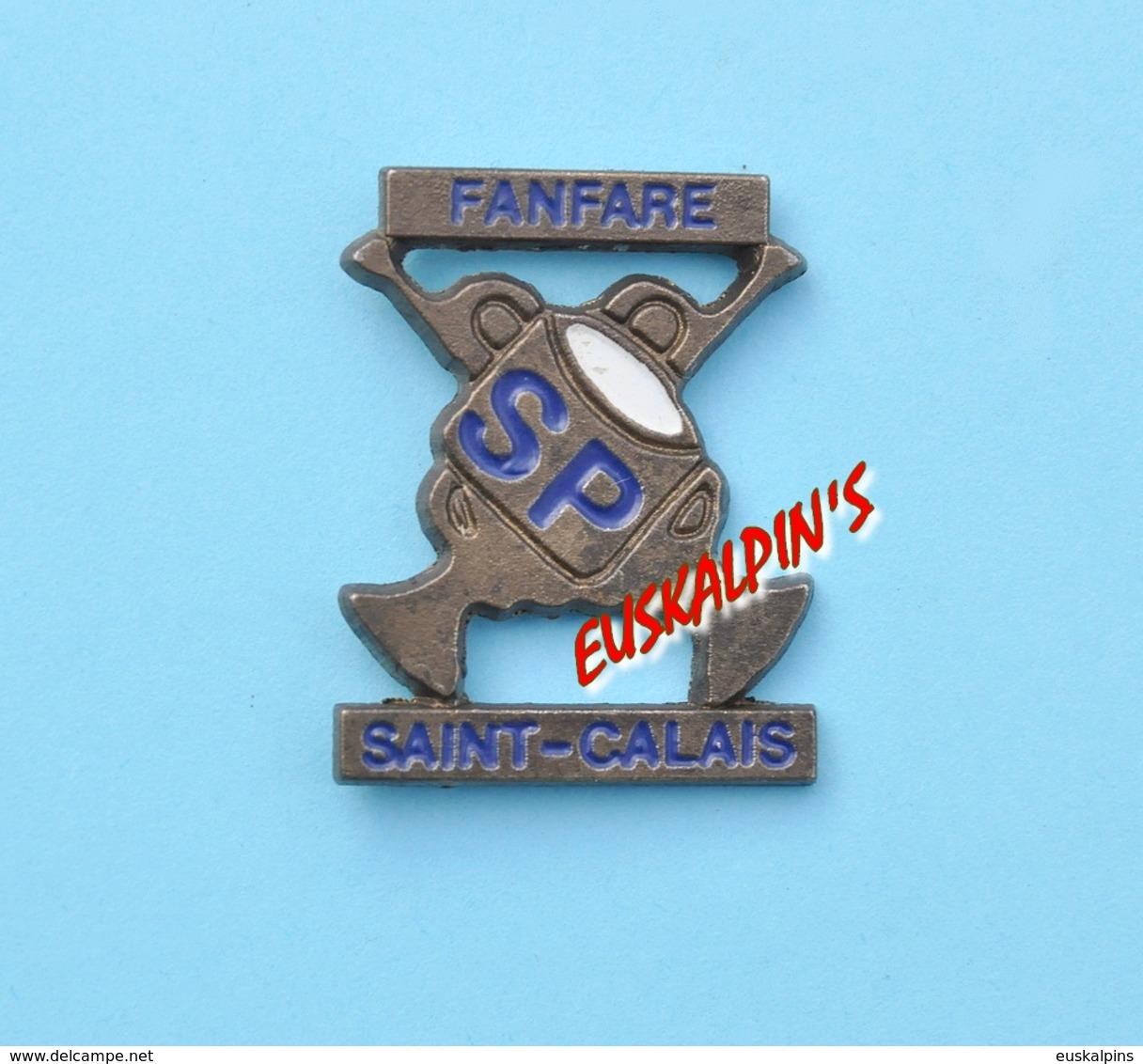 Pin's Fanfare Des Pompiers De SAINT CALAIS (n'existe Plus) - Bomberos