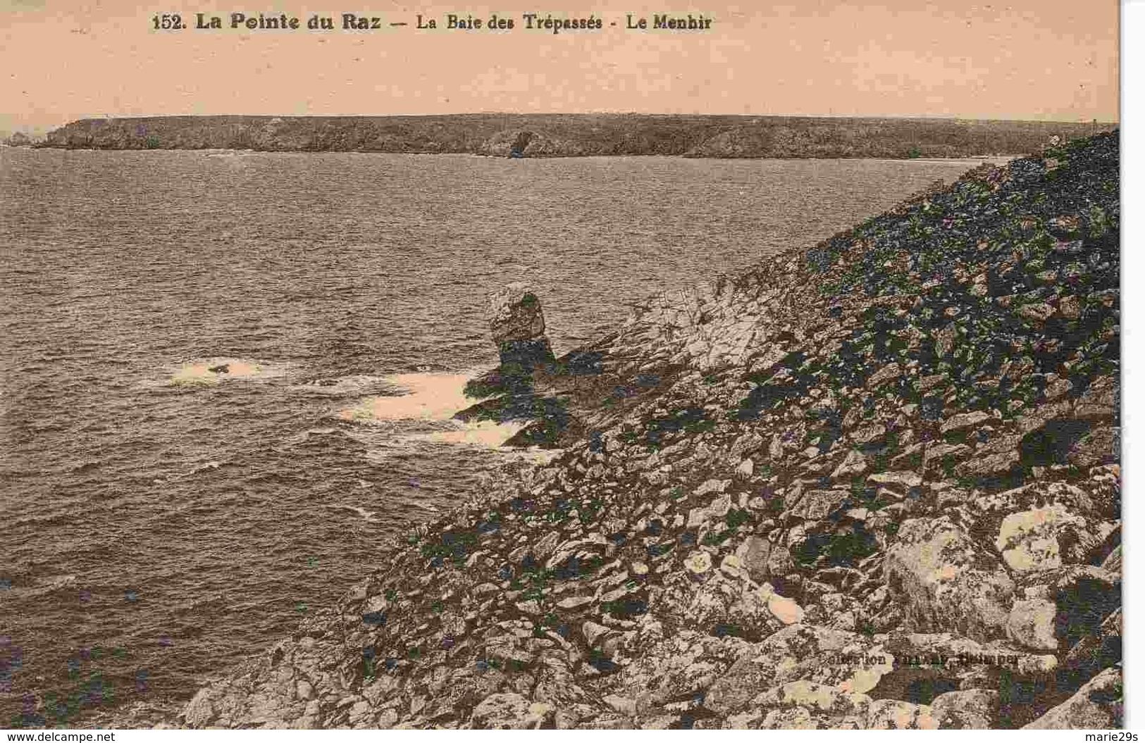 29 CLEDEN-CAP-SIZUN La Baie Des Trépassés, Le Menhir - Cléden-Cap-Sizun