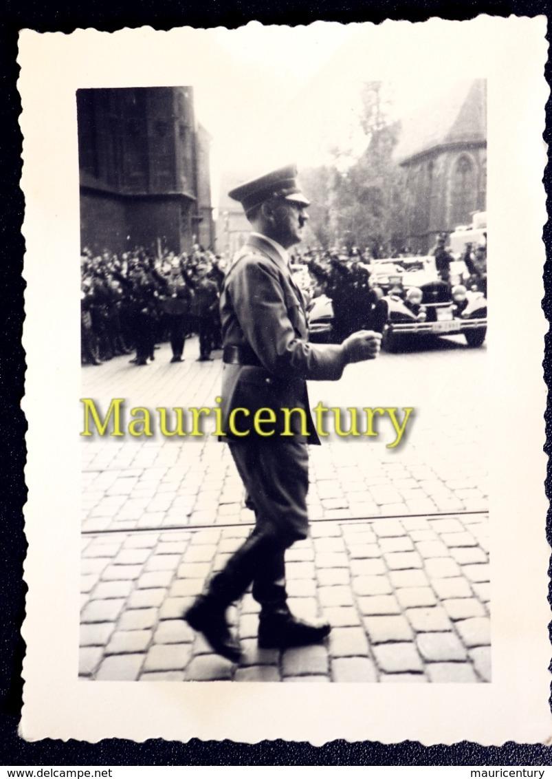 Photo , Hitler , Adolf Hitler , Fürher ,  W2 , Reich , Foto  , Wehrmacht , Wk2 , WwII , Nuremberg , Nürenberg . - Plaatsen