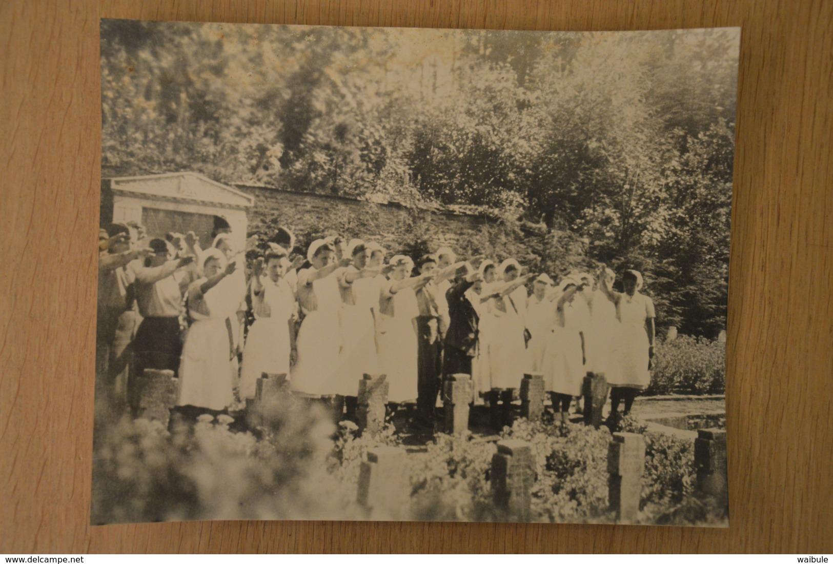 Spa Cimetière Allemand Salut Nazi Ww2 (vieille Photo (reproduction?) 24 X 30) - 1939-45