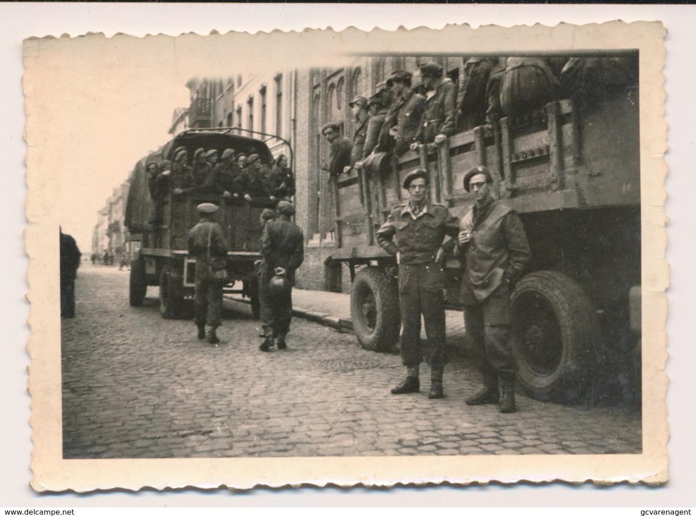 OOSTENDE FOTO ONTMIJNERS EN IN VRACHTWAGEN DUITSCHE SOLDATEN DIE MEDE HELPEN DE ANTIKWALL TE VERWIDEREN - Guerre 1939-45