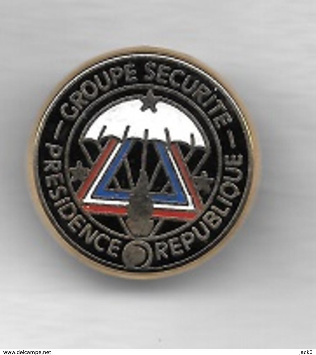 Pin's  Militaire, Gendarmerie  GROUPE  SECURITE  PRESIDENCE  De  La  REPUBLIQUE - Militaria