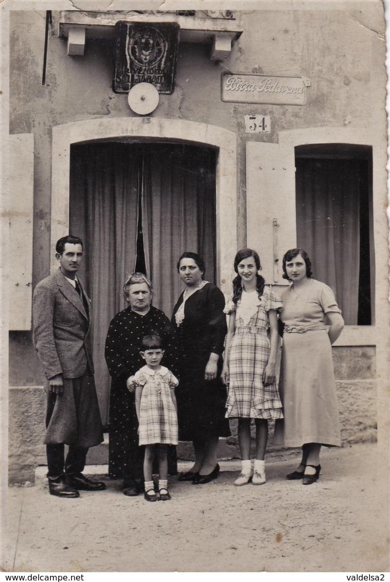 FOTOGRAFIA DI UNA TABACCHERIA - SALI E TABACCHI - INSEGNA PUBBLICITARIA BIRRA PEDAVENA - ANIMATA  - RARA - 1935 - Fotos