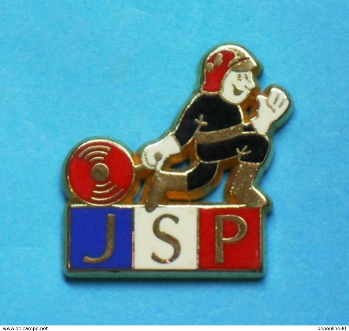 1 PIN'S  //   ** JSP / JEUNES SAPEURS POMPIERS ** . (A M C) - Bomberos